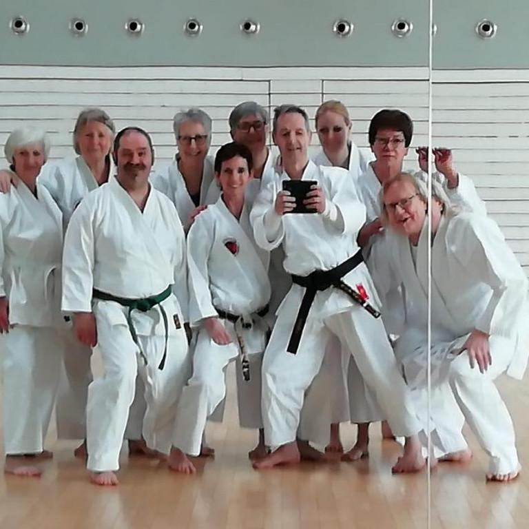 Senioren in der Karate Schule Troisdorf